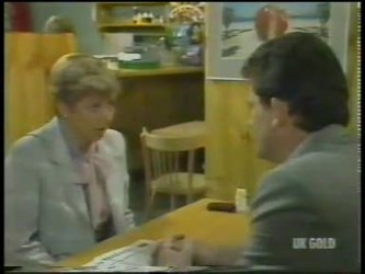 Eileen Clarke, Des Clarke in Neighbours Episode 0225