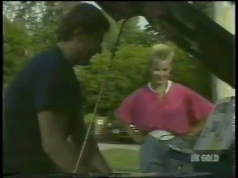 Des Clarke, Daphne Clarke in Neighbours Episode 0229