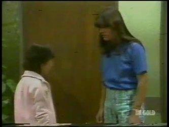 Lucy Robinson, Zoe Davis in Neighbours Episode 0232