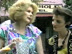 Madge Bishop, Gail Robinson in Neighbours Episode 0936