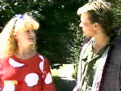 Sharon Davies, Skinner in Neighbours Episode 0936
