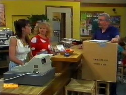Kerry Bishop, Sharon Davies, Delivery Man in Neighbours Episode 0937