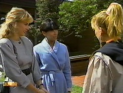 Jane Harris, Hilary Robinson, Bronwyn Davies in Neighbours Episode 0939