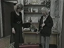 Beverly Robinson, Helen Daniels in Neighbours Episode 1027