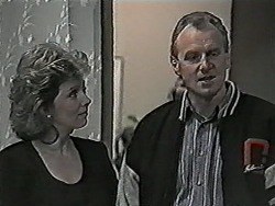 Beverly Robinson, Jim Robinson in Neighbours Episode 1027