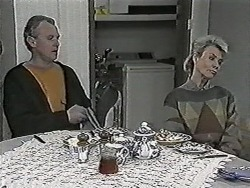 Jim Robinson, Helen Daniels in Neighbours Episode 1028