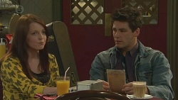 Summer Hoyland, Chris Pappas in Neighbours Episode 6529
