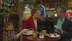 Summer Hoyland, Susan Kennedy, Karl Kennedy in Neighbours Episode 6529