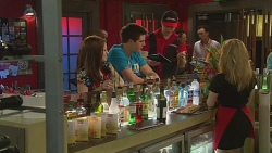 Summer Hoyland, Chris Pappas, Sam Reeves, Natasha Williams in Neighbours Episode 6535