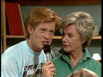 Clive Gibbons, Helen Daniels in Neighbours Episode 0249