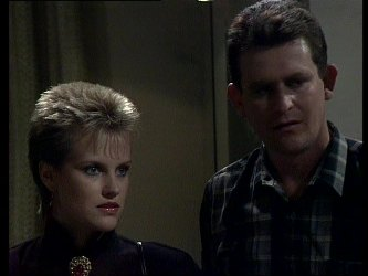 Daphne Lawrence, Des Clarke in Neighbours Episode 0250
