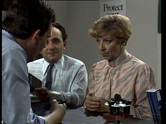 Des Clarke, Eileen Clarke in Neighbours Episode 0252
