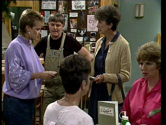 Daphne Lawrence, Tom Ramsay, Nell Mangel in Neighbours Episode 0252