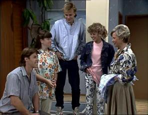 Mike Young, Nikki Dennison, Scott Robinson, Charlene Mitchell, Helen Daniels in Neighbours Episode 0253