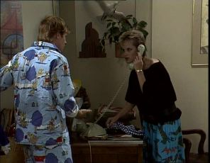 Clive Gibbons, Daphne Lawrence in Neighbours Episode 0253