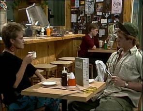 Daphne Clarke, Clive Gibbons in Neighbours Episode 0253