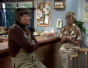 Tom Ramsay, Helen Daniels in Neighbours Episode 0253