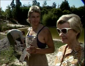 Clive Gibbons, Shane Ramsay, Helen Daniels in Neighbours Episode 0253