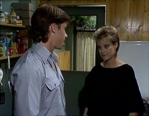 Mike Young, Daphne Clarke in Neighbours Episode 0253