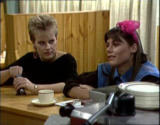 Daphne Lawrence, Zoe Davis in Neighbours Episode 0254