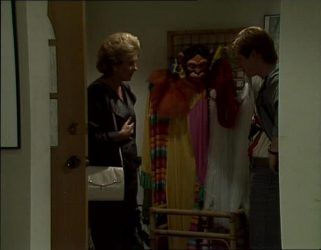 Madge Mitchell, Clive Gibbons in Neighbours Episode 0254