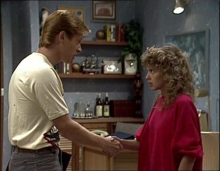 Clive Gibbons, Charlene Mitchell in Neighbours Episode 0254