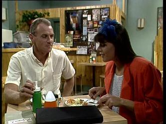 Jim Robinson, Zoe Davis in Neighbours Episode 0256