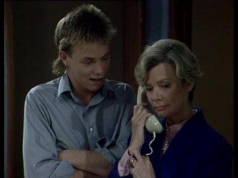Scott Robinson, Helen Daniels in Neighbours Episode 0257