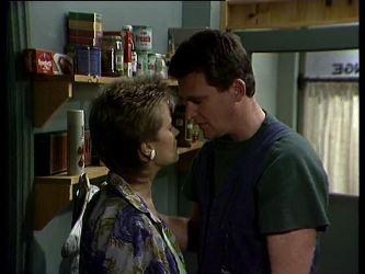 Daphne Lawrence, Des Clarke in Neighbours Episode 0257