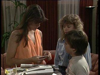 Zoe Davis, Charlene Mitchell, Lucy Robinson in Neighbours Episode 0259