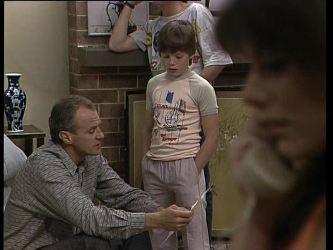 Jim Robinson, Bradley Townsend, Zoe Davis in Neighbours Episode 0259