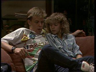 Scott Robinson, Charlene Mitchell in Neighbours Episode 0259