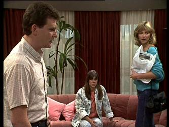 Des Clarke, Zoe Davis, Andrea Townsend in Neighbours Episode 0261