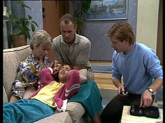 Helen Daniels, Jim Robinson, Lucy Robinson, Clive Gibbons in Neighbours Episode 0261