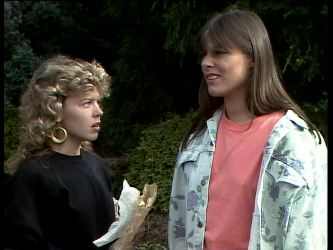 Charlene Mitchell, Zoe Davis in Neighbours Episode 0261