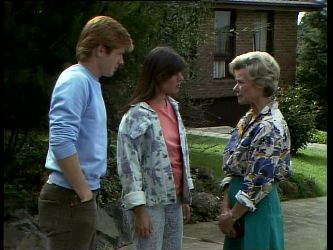 Clive Gibbons, Zoe Davis, Helen Daniels in Neighbours Episode 0261