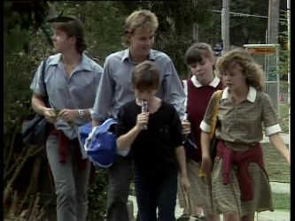 Mike Young, Scott Robinson, Bradley Townsend, Nikki Dennison, Charlene Mitchell in Neighbours Episode 0263