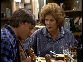 Tom Ramsay, Madge Mitchell in Neighbours Episode 0264