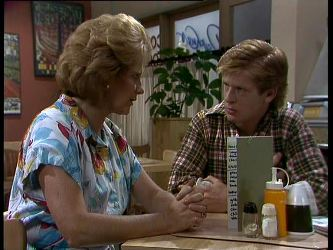 Madge Bishop, Clive Gibbons in Neighbours Episode 0265