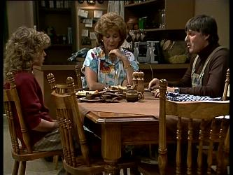 Charlene Mitchell, Madge Bishop, Tom Ramsay in Neighbours Episode 0267