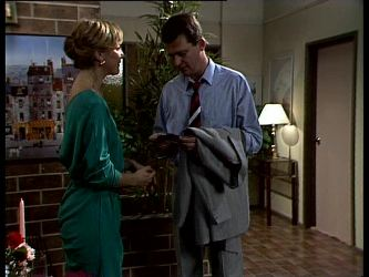 Andrea Townsend, Des Clarke in Neighbours Episode 0270