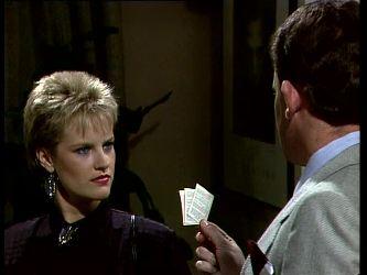 Daphne Clarke, Des Clarke in Neighbours Episode 0270