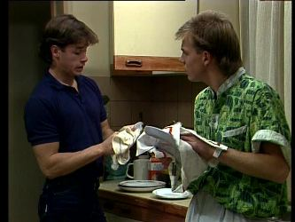 Mike Young, Scott Robinson in Neighbours Episode 0271