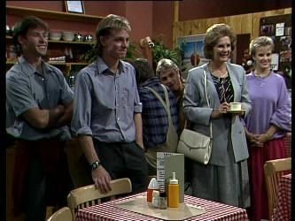 Mike Young, Scott Robinson, Madge Mitchell, Daphne Lawrence in Neighbours Episode 0271