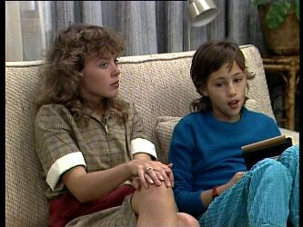Charlene Mitchell, Lucy Robinson in Neighbours Episode 0272