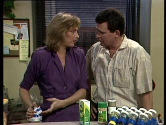 Andrea Townsend, Des Clarke in Neighbours Episode 0274