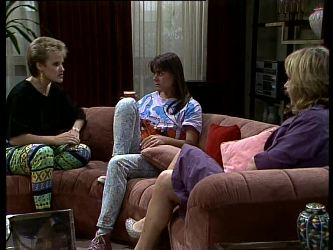 Daphne Lawrence, Zoe Davis, Andrea Townsend in Neighbours Episode 0274
