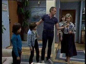 Lucy Robinson, Bradley Townsend, Jim Robinson, Nikki Dennison, Helen Daniels in Neighbours Episode 0274