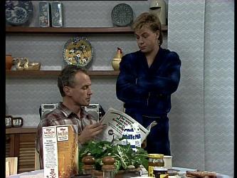 Jim Robinson, Scott Robinson in Neighbours Episode 0276