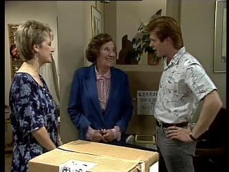 Daphne Lawrence, Mrs. York, Clive Gibbons in Neighbours Episode 0276